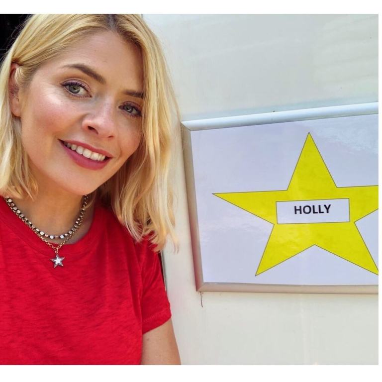where to get Holly Willoughby star necklace I'm Celebrity November 2018