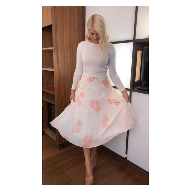 Where to find Holly Willoughby This Morning outfit today pink and cream pleated skiet soft white knit nude suede court shoes June 2019 Photo Holly Willoughby