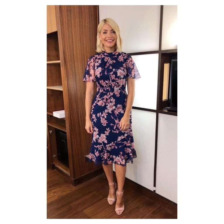 How to Find Holly Willoughby This Morning outfit today navy georgette dress pink sandals July 2019