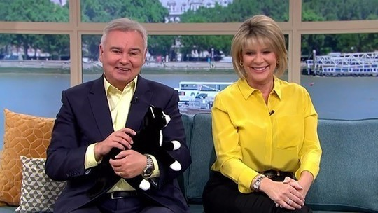 How to find Ruth Langsford This Morning outfit today yellow citrus silk shirt black trousers August 2019 Photo ITV com