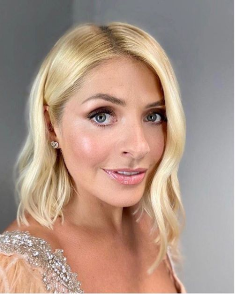 where to get Holly Willouhby earrings Dancing on Ice 5 January 2020 Photo Holly Willoughby