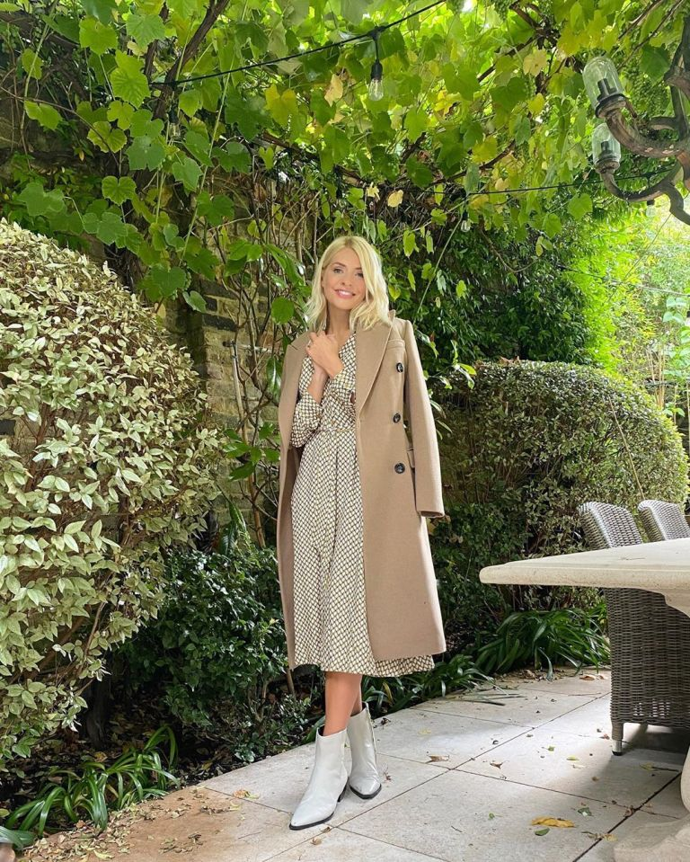 where to get Holly Willoughby geometric dress beige coat white anle boots 17 September 2020 Photo Belle Baldwin
