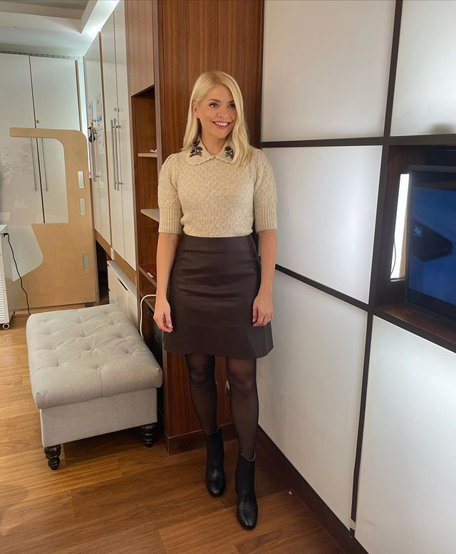 where to get all Holly Willougby This Morning outfits beige embroidered collar knit brown leather mini skirt blsck ankle boots 9 November 2020where to get all Holly Willougby This Morning outfits beige embroidered collar knit brown leather mini skirt blsck ankle boots 9 November 2020 Photo Holly Willoughby
