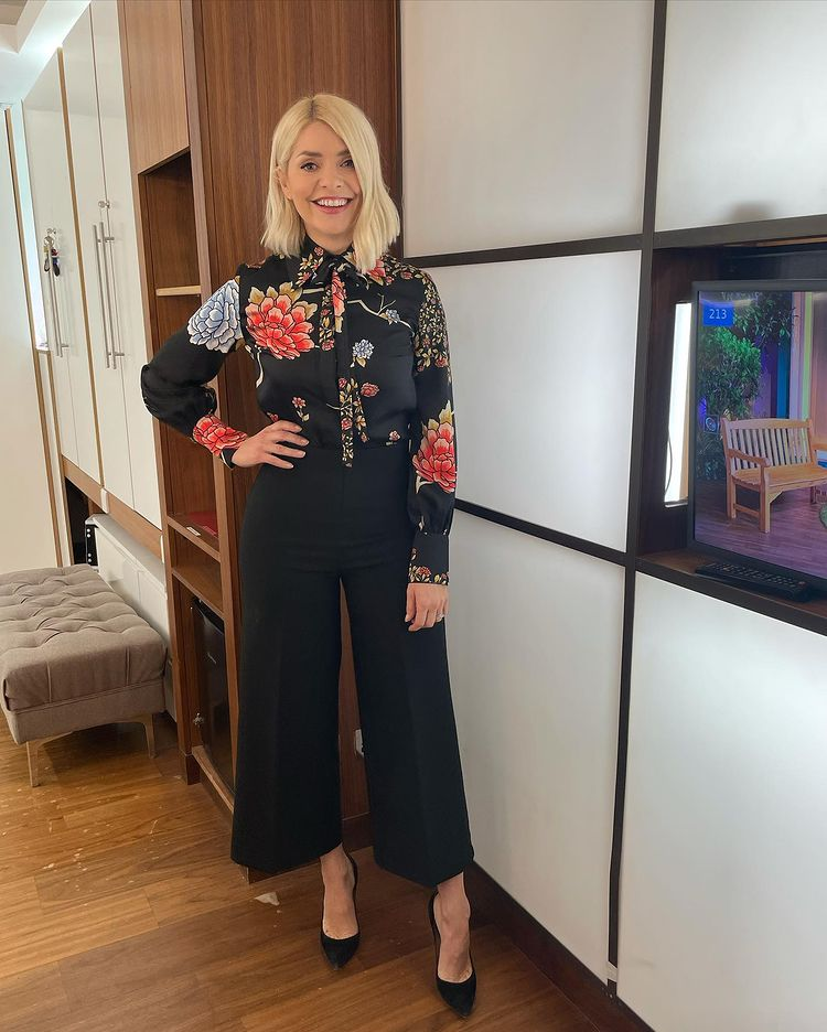 where to get all holly Willoughby This Morning outfits Japanese floral black shiet black wide leg trousres black suede court shoes 11 February 2021 Photo Holly Willoughby