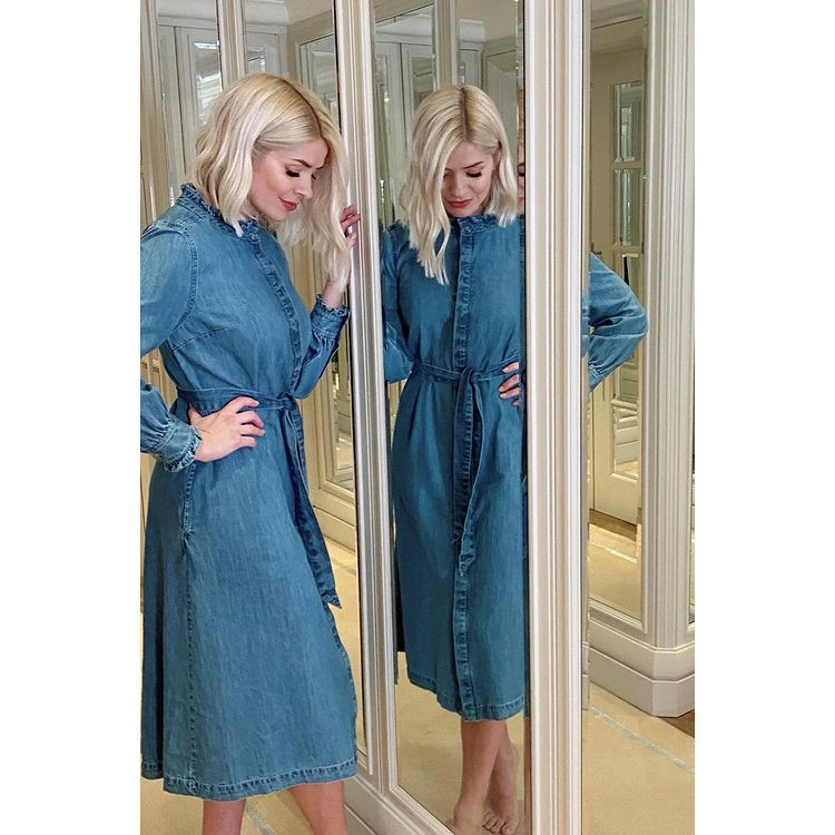 where to get holly Willoughby belted denim shirt dress mirror 22 February 2021 Photo M&S